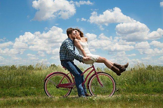 Description originale de soi-même : comment attirer les célibataires ?